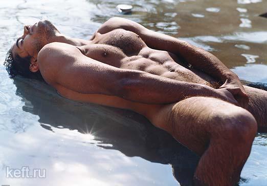 Фото лежащего голого мужчины 56760 фотография